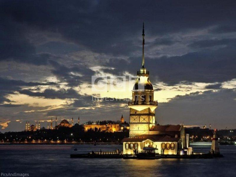 Maiden Tower Istanbul at night Image